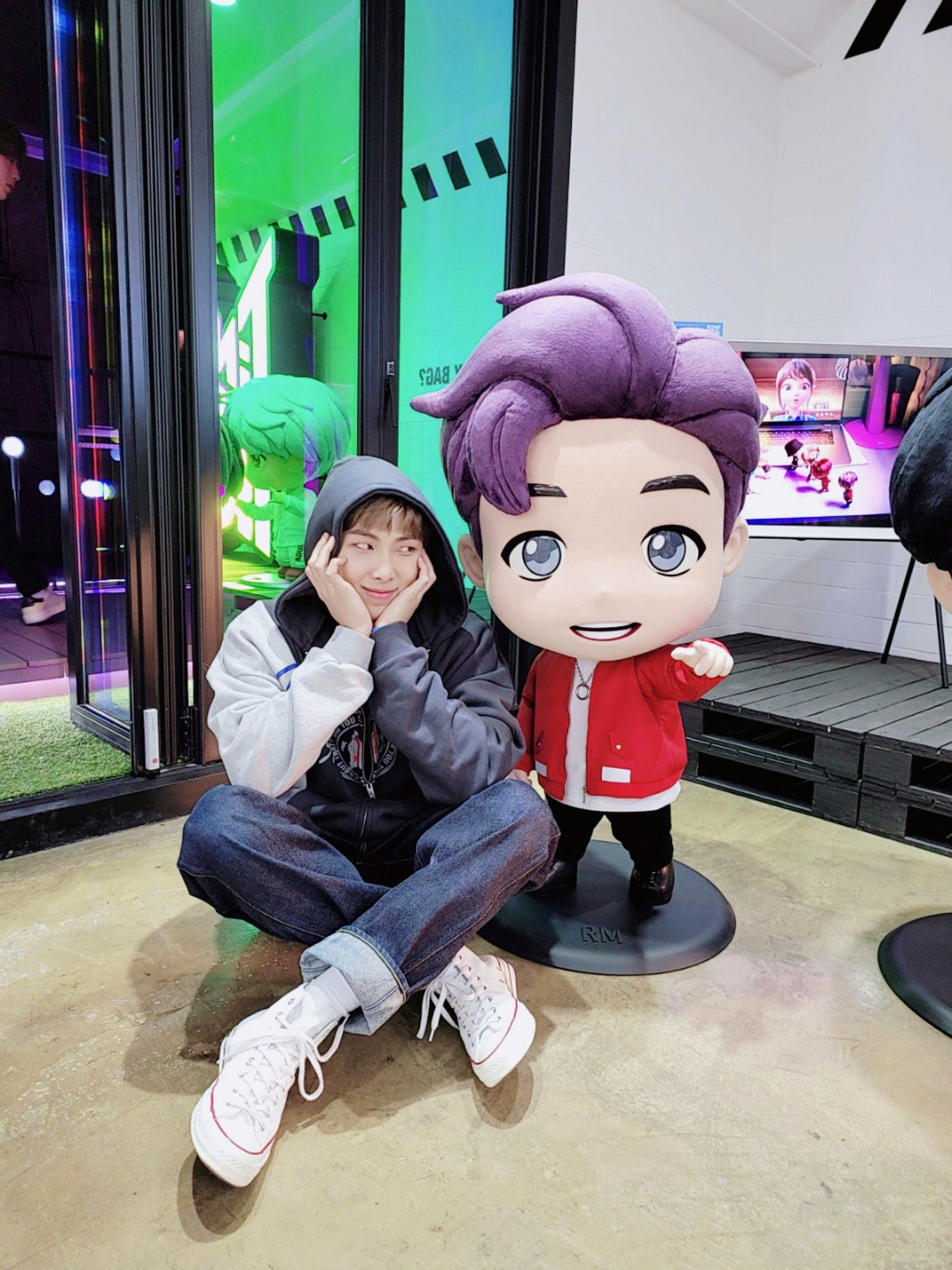 """Namjoon appears in BTS's """"Pop Up"""" store + photo of Baby Suga"""